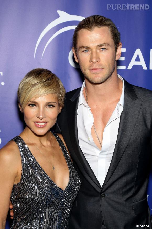 Chris Hemsworth est excusé lorsqu'il porte sa chemise trop ouverte.
