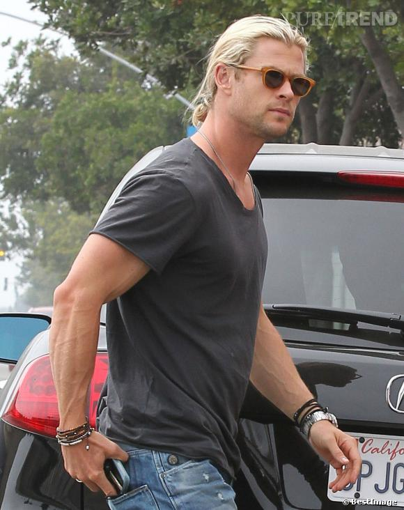 Chris Hemsworth porte bien la queue de cheval.