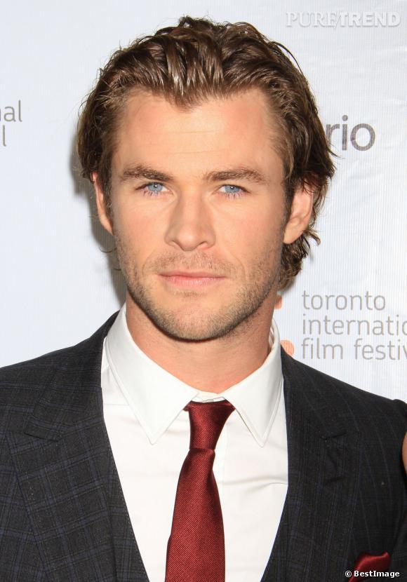 Chris Hemsworth est beau de face.