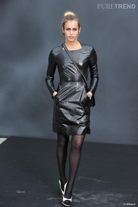 Alice Dellal et sa robe faussement sage.