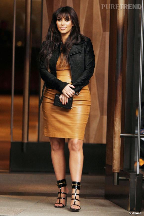 Kim Kardashian adopte le jaune moutarde.