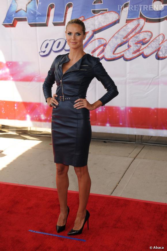 Heidi Klum et sa robe en cuir zippée.
