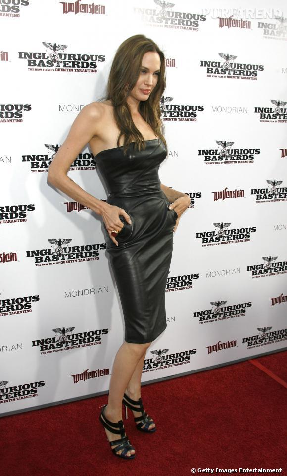 Angelina Jolie et sa robe bustier hot mama.
