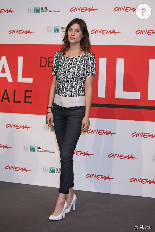 """Astrid Bergès-Frisbey, très élégante lors de l'avant-première de """"Juliette"""" au Festival de film de Rome."""