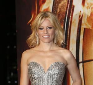 """Toujours pour """"Hunger Games : L'Embrasement"""", on adore Elizabeth Banks, qui brille de mille feux en Elie Saab."""