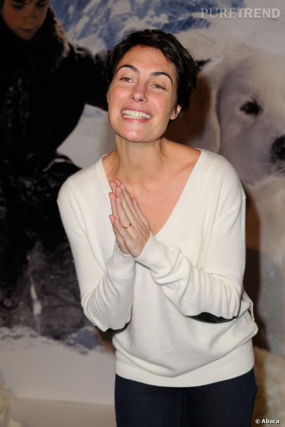 """Alessandra Sublet présente maintenant """"Fais-moi une place"""" sur France 5. Une émission dans laquelle elle va à la rencontre des célébrités dans un lieu qu'elles aiment."""