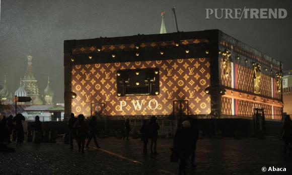 La malle géante Louis Vuitton avait pris place sur la Place Rouge de Moscou.