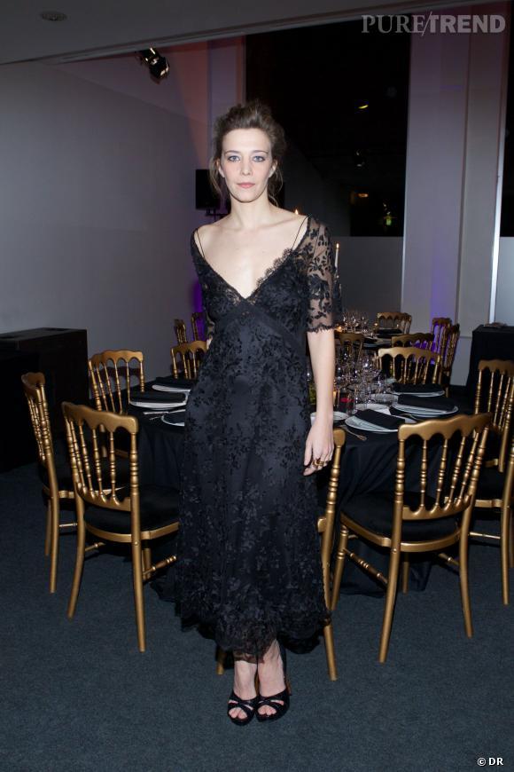 Céline Sallette, dans une robe Louis Vuitton, au dîner organisé au profit de l'association AEM.