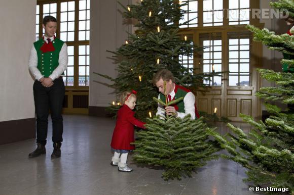 La princesse Estelle de Suède à la présentation des sapins de Noël des étudiants en sylviculture au Palais de Stockholm.