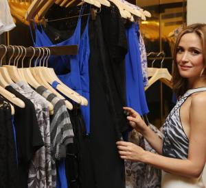 Rose Byrne en pleine séance shopping.
