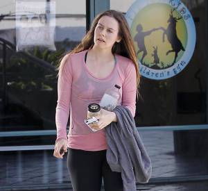 Alicia Silverstone à la sortie de son cours de gym.
