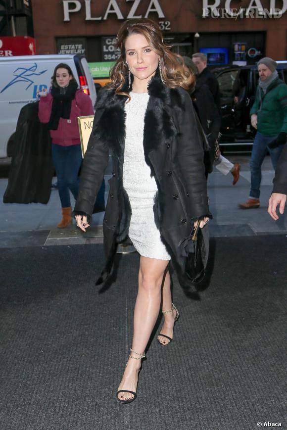 Sophia Bush, à la fois sexy et élégante pour promouvoir son show.