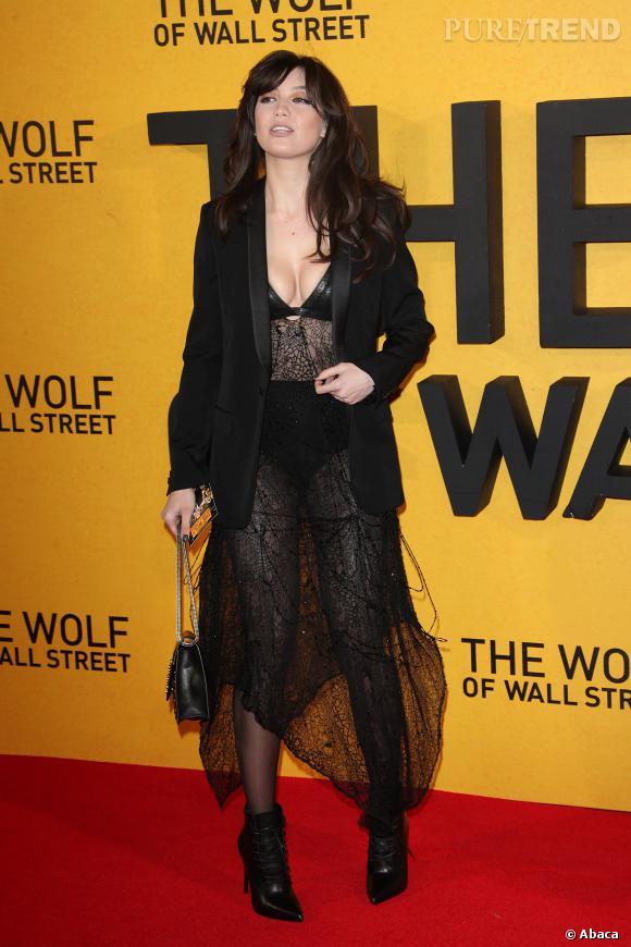 """Daisy Lowe à la première du """"Loup de Wall Street"""" veut visiblement se faire remarquer par Leonardo !"""