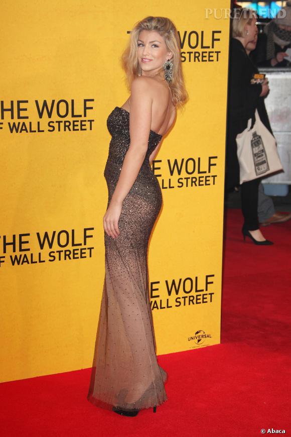 """Amy Willerton à la première du """"Loup de Wall Street"""" mise aussi sur la transparence."""