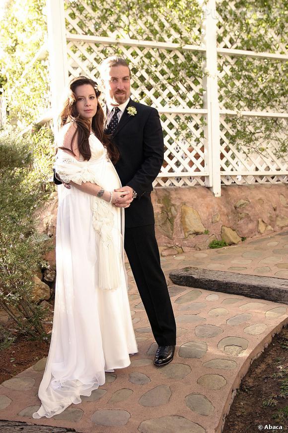 "La star de ""Charmed"", Holly Mary Combs, opte pour une robe romantique lors de son second mariage."