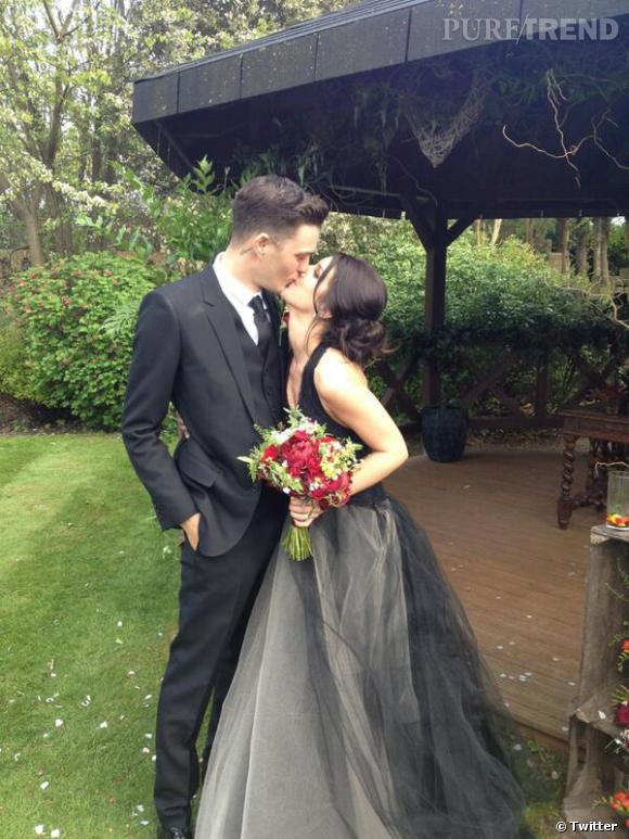 Shenae Grimes a fait sensation en postant une photo de sa robe de mariée noire et grise !