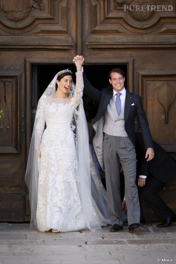 Le prince Felix du Luxembourg et la princesse Claire dans une robe en dentelle lors de leur mariage en septembre 2013...