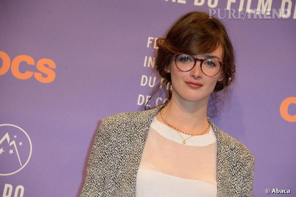 Charlotte Le Bon au Festival de l Alpe d Huez porte les lunettes rondes a91a57b014c1