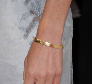 Naomi Watts et son bracelet LOVE.