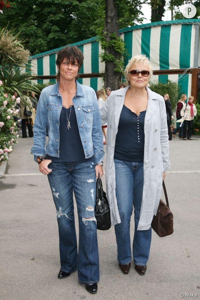 Muriel robin et anne le nen en version jean pour roland for Muriel robin le salon de coiffure