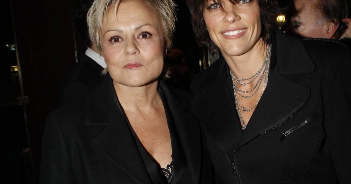 Muriel robin et anne le nen women in black for Muriel robin le salon de coiffure