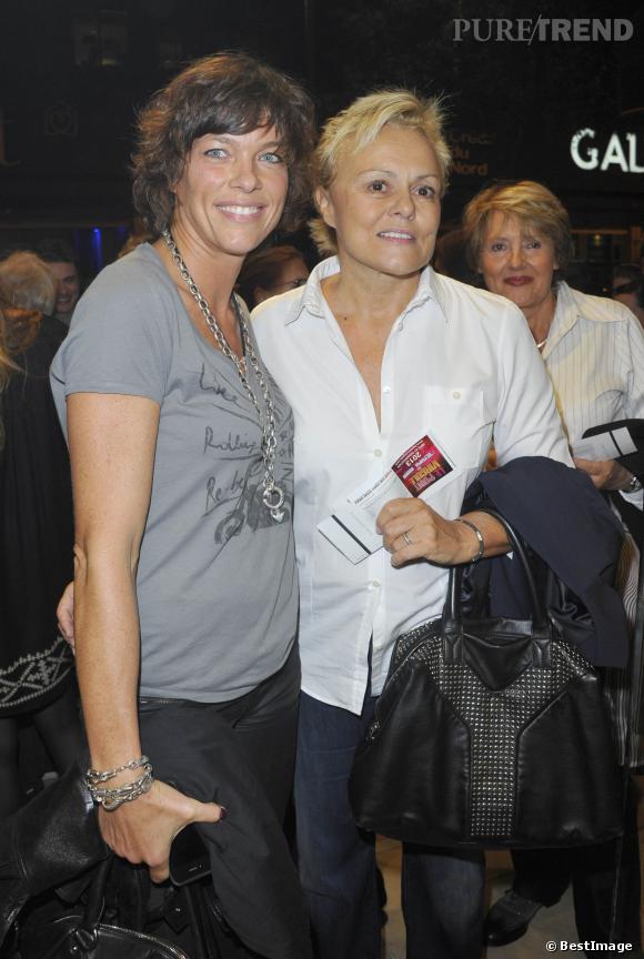 Muriel robin et anne le nen tr s souriantes l 39 occasion for Muriel robin le salon de coiffure