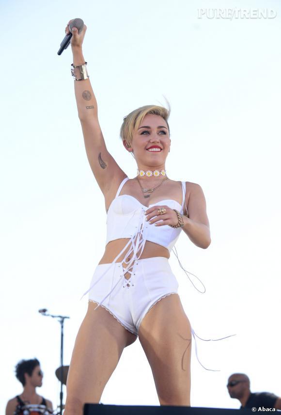 Miley Cyrus, toujours plus dénudée en public.