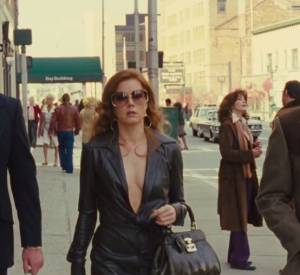 "Bande annonce du film ""American Bluff"" avec Bradley Cooper, Amy Adams, Christian Bale et Jeremy Renner."