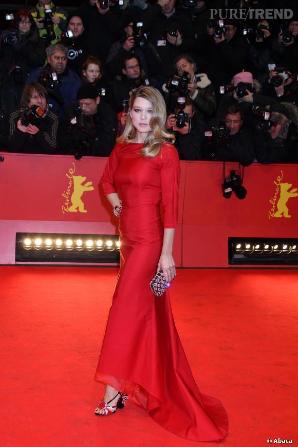 Crinière et robe glamour, Léa Seydoux peut jouer les femmes fatales.
