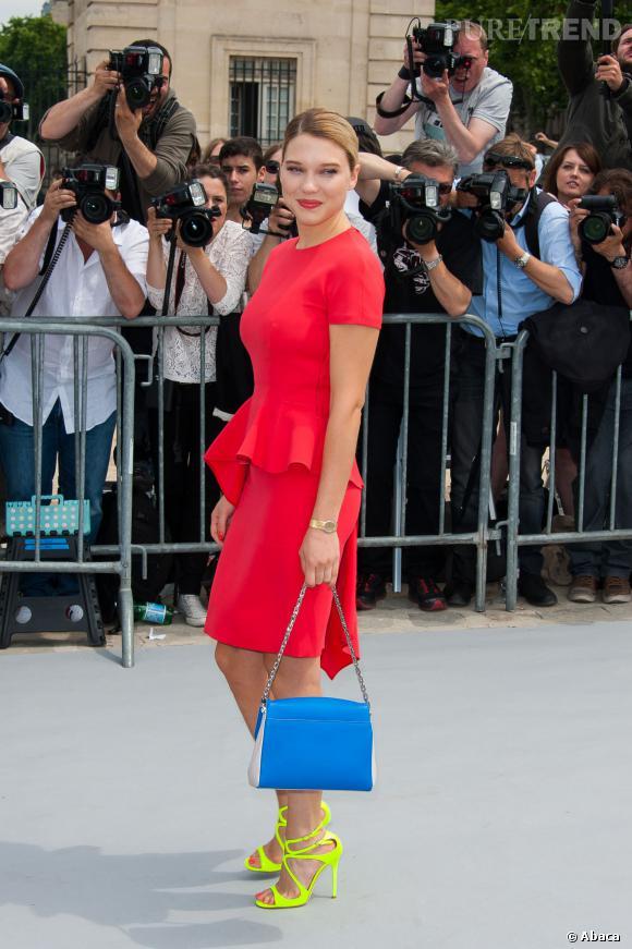 Taille marquée, accessoires tendances, c'est le retour de Léa la Bête de Mode.
