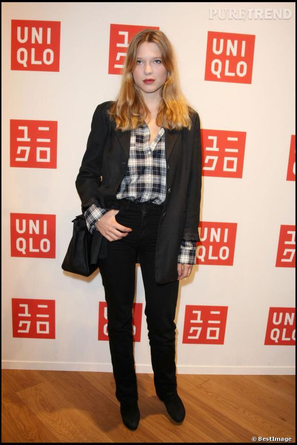 Chemise et jean, Léa Seydoux peut aussi jouer les garçons manqués.