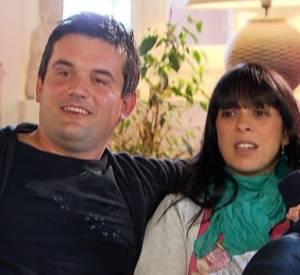 Pierre et Frédérique présentent leur petit Gabriel à Karine Le Marchand lors d'un bilan de l'émission.