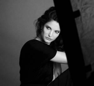Stephanie Seymour, supertop des 90's, devient égérie Estée Lauder à 45 ans. Cliché signé Mario Sorrenti.