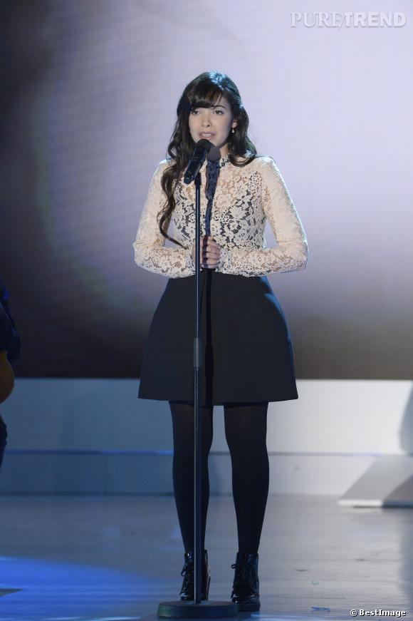 Indila chante sur le plateau de Vivement dimanche pour l'émission du 19 janvier 2014.