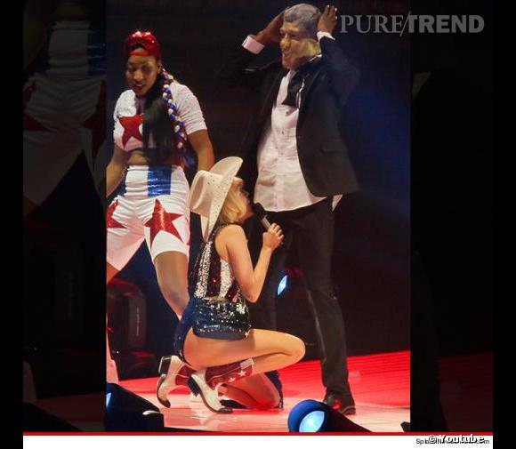 Miley Cyrus et sa fausse fellation au sosie de Bill Clinton à Vancouver.