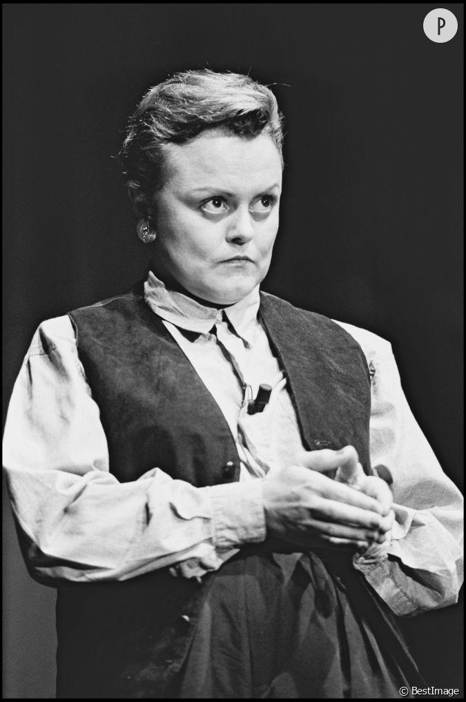 Muriel robin sur sc ne au th tre en 1988 for Muriel robin le salon de coiffure
