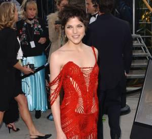 Selma Blair prend des risques, un peu trop aux Oscars 2002.