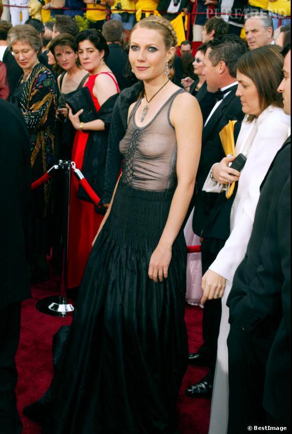 Gwyneth Paltrow ne s'est toujours pas remise des Oscars 2002 ni de l'absence de soutien-gorge sous sa robe.
