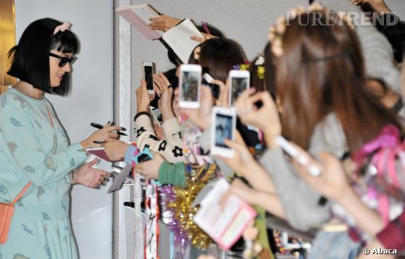 Katy Perry très proche de ses fans japonnais en mars 2014.