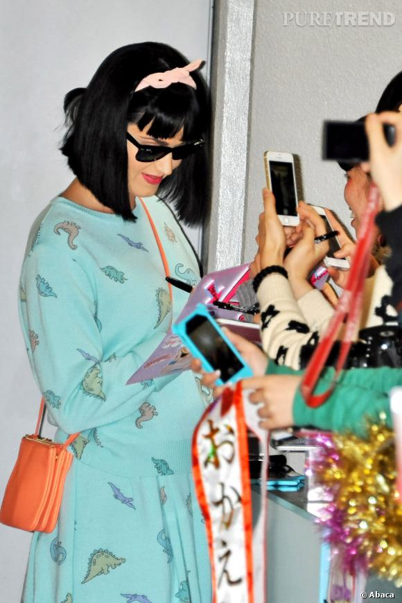 Katy Perry est une fille sympa et le prouve au Japon en mars 2014.