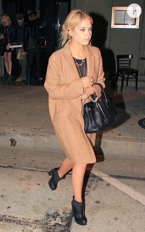 Ashley Benson sort du restaurant Craig, dans West Hollywood.