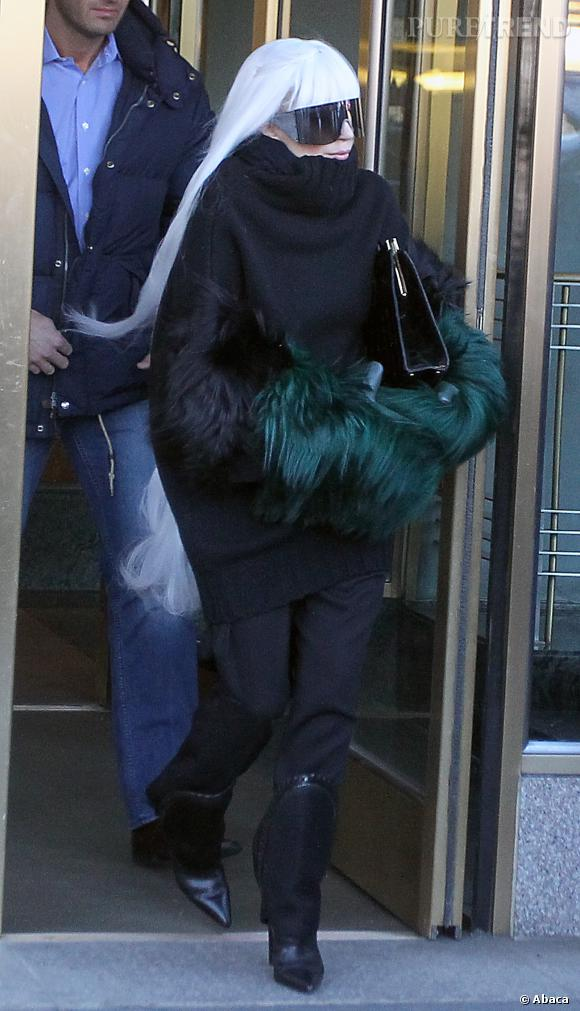 Lady Gaga ose les cheveux XXL, longs jusqu'en dessous des fesses !