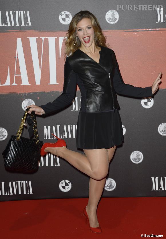 Ce n'est pas pour autant que Lorie n'affiche pas une allure de femme pleine de pep's et très glamour.