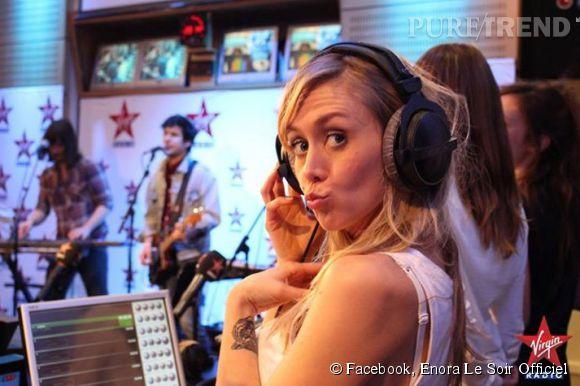 """Enora Malagré dans son émission """"Enora le soir"""" sur Virgin Radio."""