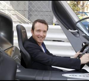 Stéphane Rotenberg est un passionné d'automobile et début comme animateur de magazines auto.