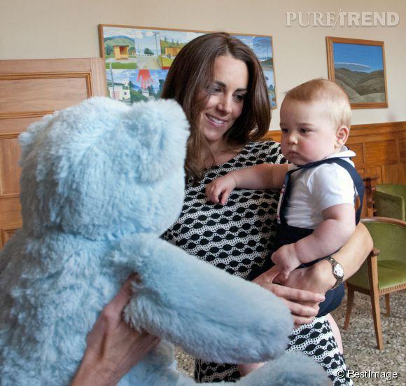 Le fils de Kate Middleton n'a pas vraiment l'air content de cette rencontre.