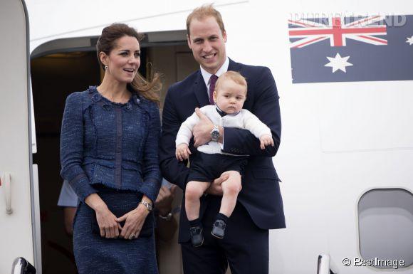 Le Prince George, grognon à la sortie de l'avion.