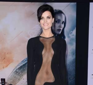 Jaimie Alexander et sa robe zéro complexe : elle ne cache pas grand chose.