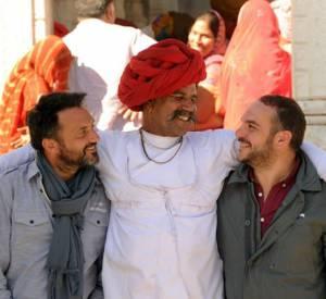 """Frédéric Lopez et François-Xavier Demaison au Rajasthan pour """"Rendez-vous en terre inconnue""""."""