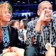 Jay-Z a beaucoup fait parler de lui en avril 2014 après avoir porté ce collier à l'emblème de la Five Percent Nation, une secte religieuse noire considérée comme raciste.